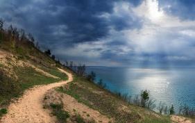 Photo: Sunrays shine down on Lake Michigan at Empire Bluffs