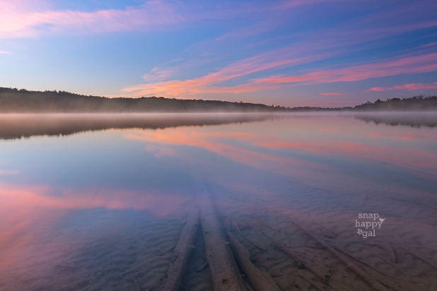 sunrise-reflections-foggy-lake-08164349
