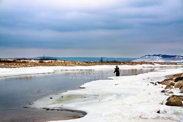 Photo: fisherman on the Platter River in winter