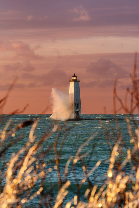 ice-framed-lighthouse-frankfort-michigan-crashing-wave-12181011