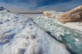 ice-shards-frozen-lake-michigan-blue-sky-03191916