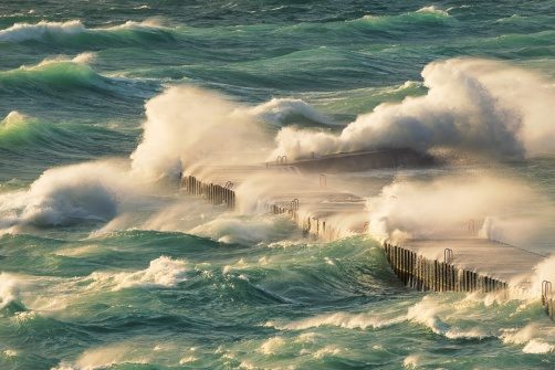 lake-michigan-gale-pounding-waves-elberta-frankfort-12180960