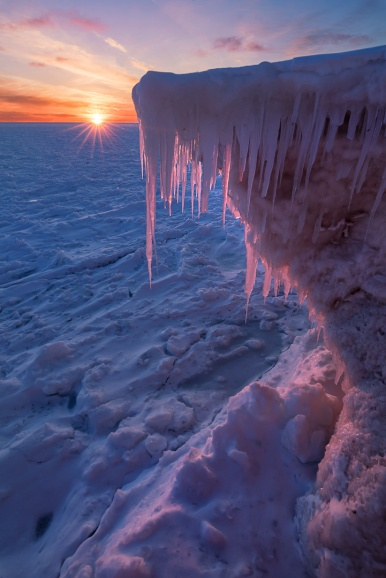 peachy-sunset-icicles-frozen-lake-michigan-winter-03191965
