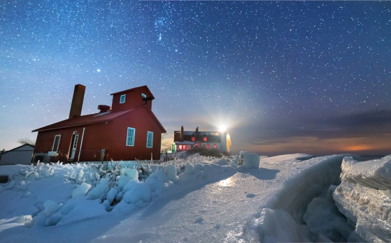 point-betsie-lighthouse-fog-signal-icy-ice-stars-02191818