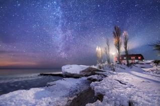 point-betsie-lighthouse-winter-frozen-lake-michigan-night-sky-stars-02191827