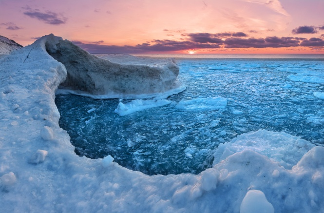 purple-sunset-lake-michigan-pancake-ice-cave-02191789