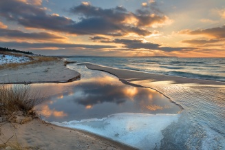 sunrays-frozen-beach-layers-lake-michigan-12180814